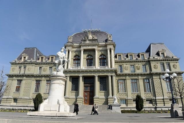Português julgado por aterrorizar a ex-mulher