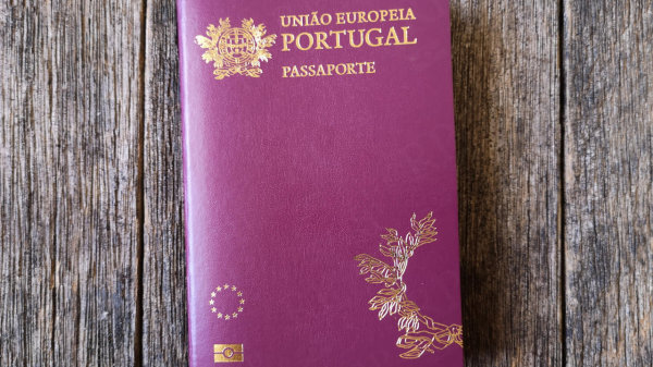Suíça desmantela rede de tráfico de passaportes portugueses