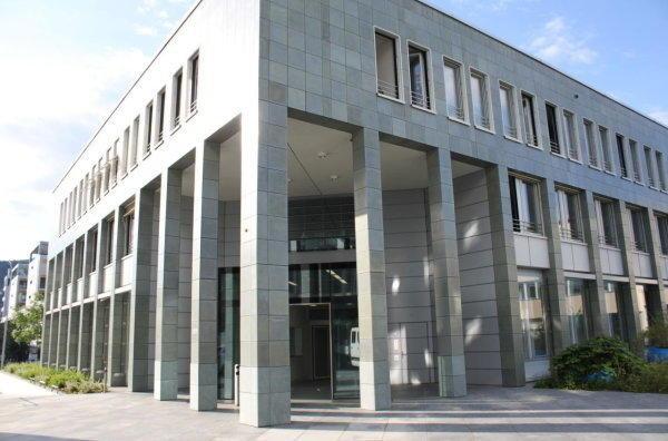 Português condenado a quatro anos e meio de prisão por violar a enteada