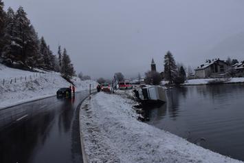 Carrinha cai no lago de Sils após colisão