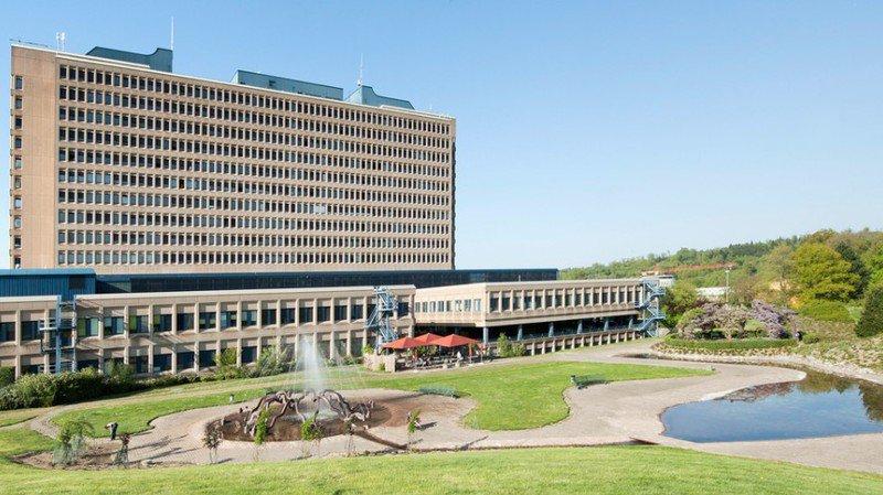 Covid-19: Hospitais suíços em lay-off