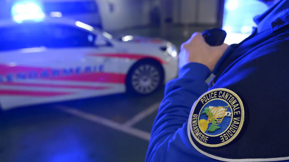 Vaud: Polícias ameaçados, apedrejados e agredidos por jovens