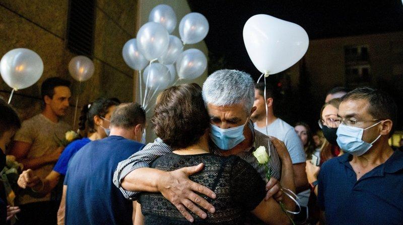 """O pai e o irmão do João chegaram, ontem, de Portugal e participaram na homenagem em Morges.  Foto: Sigfredo Haro - Jornal """"La Côte"""""""