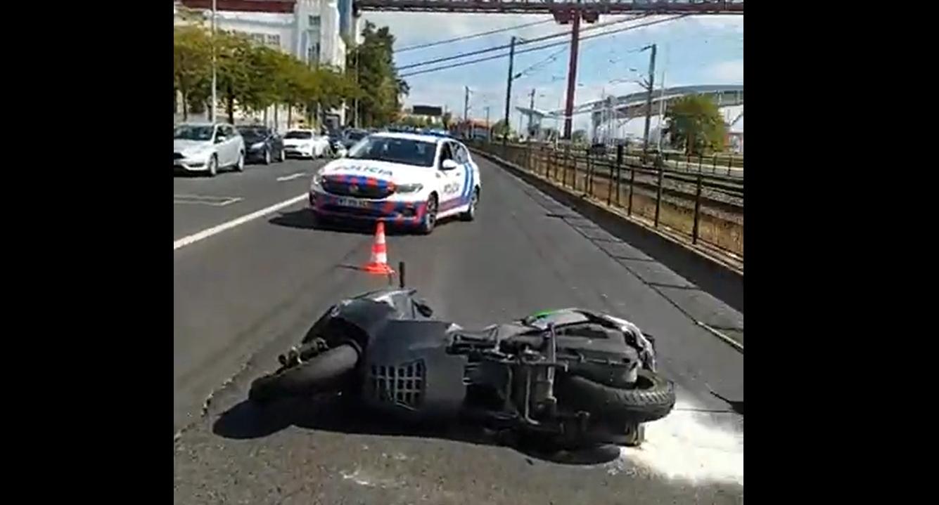 Insólito: Provoca acidente e congratula socorros em vídeos em direto!