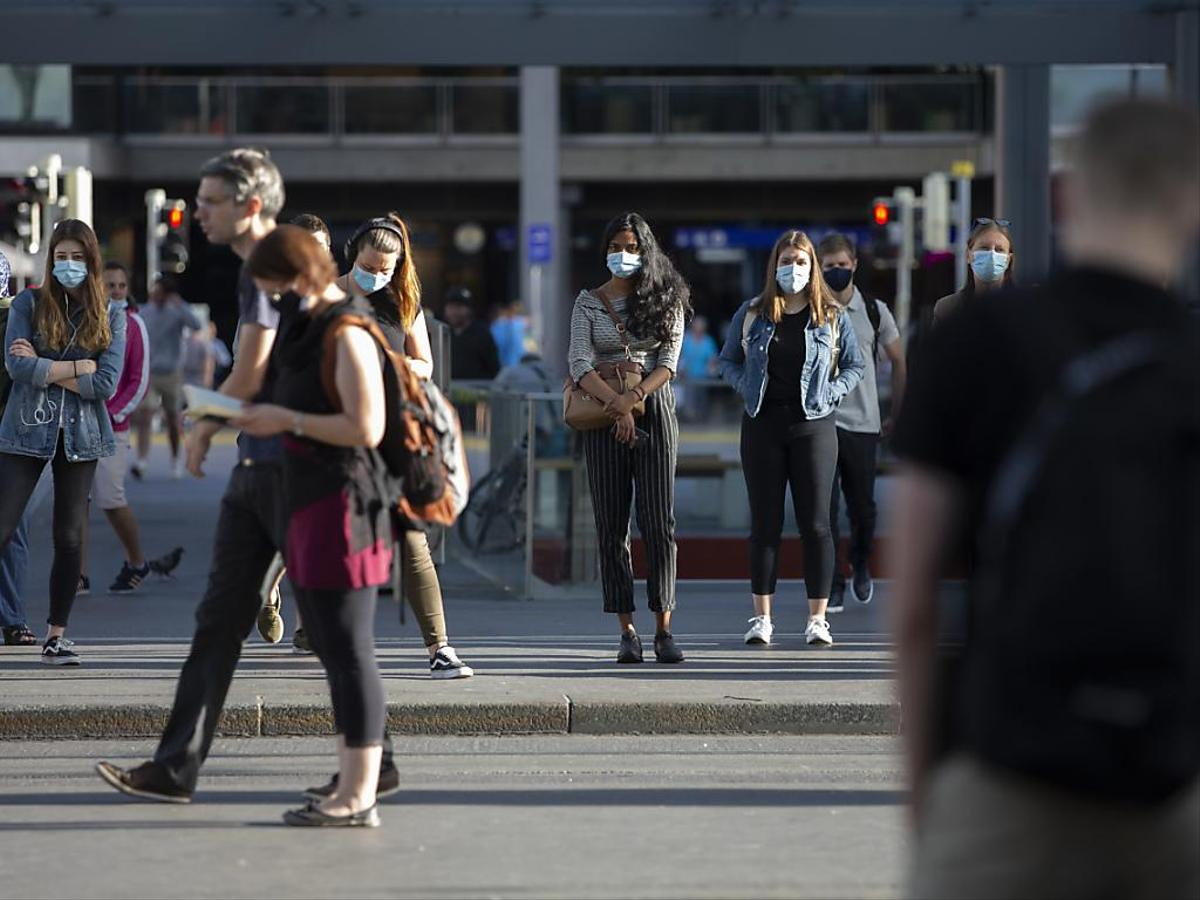 Covid-19: Suíça regista 1.077 novos casos nas últimas 24 horas