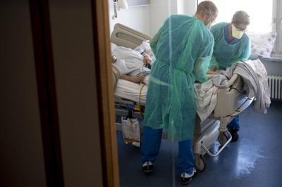 Covid-19: Suíça regista 262 novas hospitalizações e 97 óbitos em 24 horas