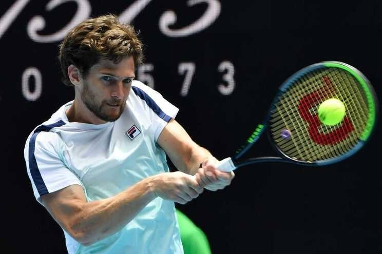 Open da Austrália: Pedro Sousa perde frente ao suíço Stanislas Wawrinka