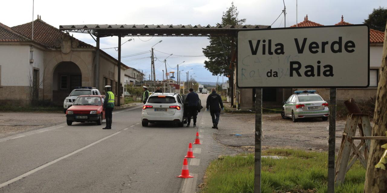 Condutor com mandado de detenção fugiu após controlo na fronteira de Chaves
